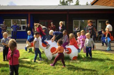 Vi gratulerer Os kommune og Sundmoen barnehage med nye kunstprosjekt!
